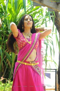 Anu Smruthi in Pink Saree